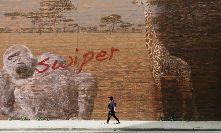 背景画像をフェードで切り替えるスライダーswiper.jsの使い方(ページネーションあり)